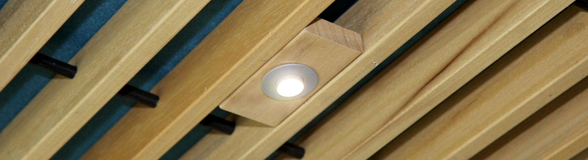 Wand en plafondbekleding houtindustrie veteka - Houten balkenplafond ...